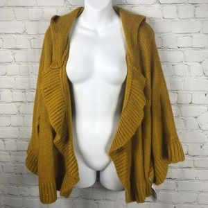 NWT Boutique Batwing Sleeve Knit Hooded Cape